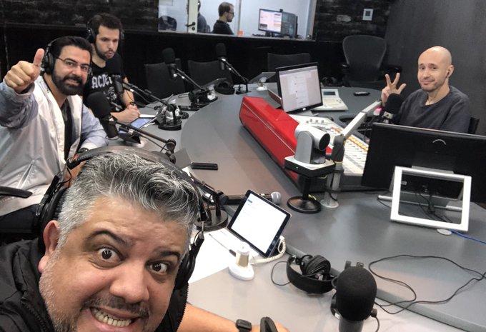 Tamo no ar!!! Liga aí na @Radio98Oficial que tá rolando o #98Esportes -Sintonize -Baixe o aplicativo 98 Live -Acesse 🎙⚽️🤘🏽📻📺 Foto