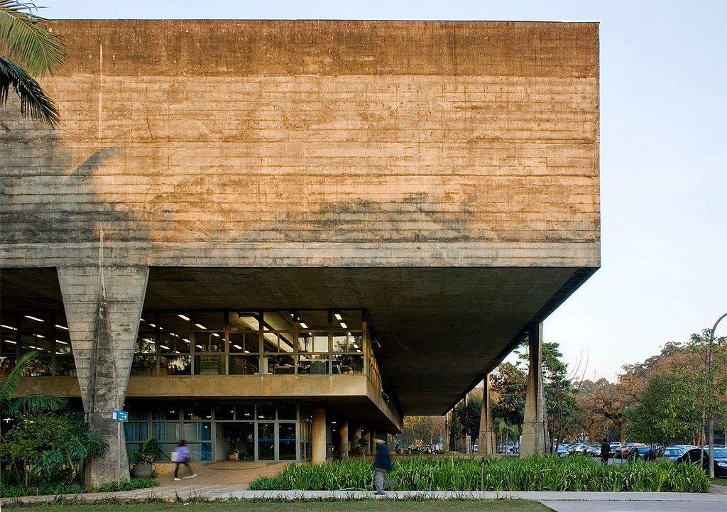 Hoy en #BrutalMonday traemos la Facultad de Arquitectura y Urbanismo de la Universidad de Sao Paulo del #arquitecto João Vilanova Artigas y Carlos Cascaldi https://t.co/NMGBjayOW3