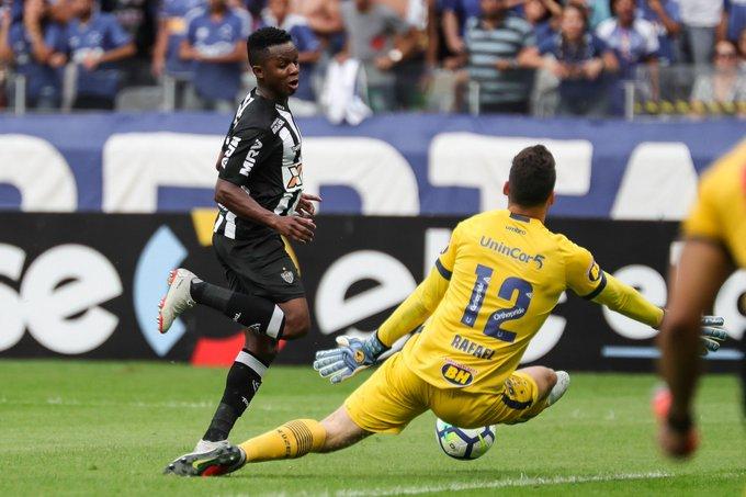 #98Esportes | Contra reservas do Cruzeiro, Atlético criou apenas duas chances claras de gol, pouco criativo e sem efetividade em contra-ataques, Galo perde oportunidade de se aproximar do topo da tabela. 📷Bruno Cantini | Atlético Foto