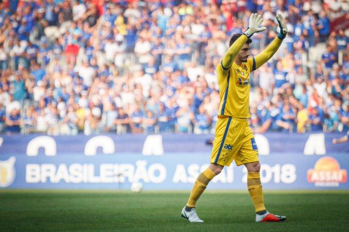#98Esportes | Pensando no jogo contra o Boca pela Libertadores, Cruzeiro entrou em campo ontem com o time reserva no clássico. Os goleiros Rafael e Victor roubaram a cena no duelo válido pela 25ª rodada. 📷 Foto