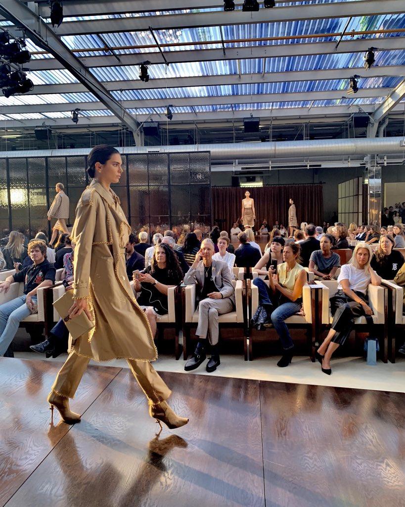 .@KendallJenner on the runway for Riccardo Tisci's debut #BurberryShow #LFW #ShotOniPhoneXS brby.co/78c
