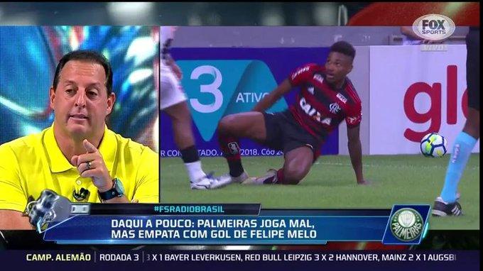 🎙@benjaminback: sobre dupla titular do @Flamengo: 10 milhões de euros pelo Vitinho, apresentado no Maracanã como se fosse o Zico. Que exagero. Ele pega a bola e, de onde está, chuta. E o Diego joga um futebol totalmente burocrático #FSRádioBrasil Foto