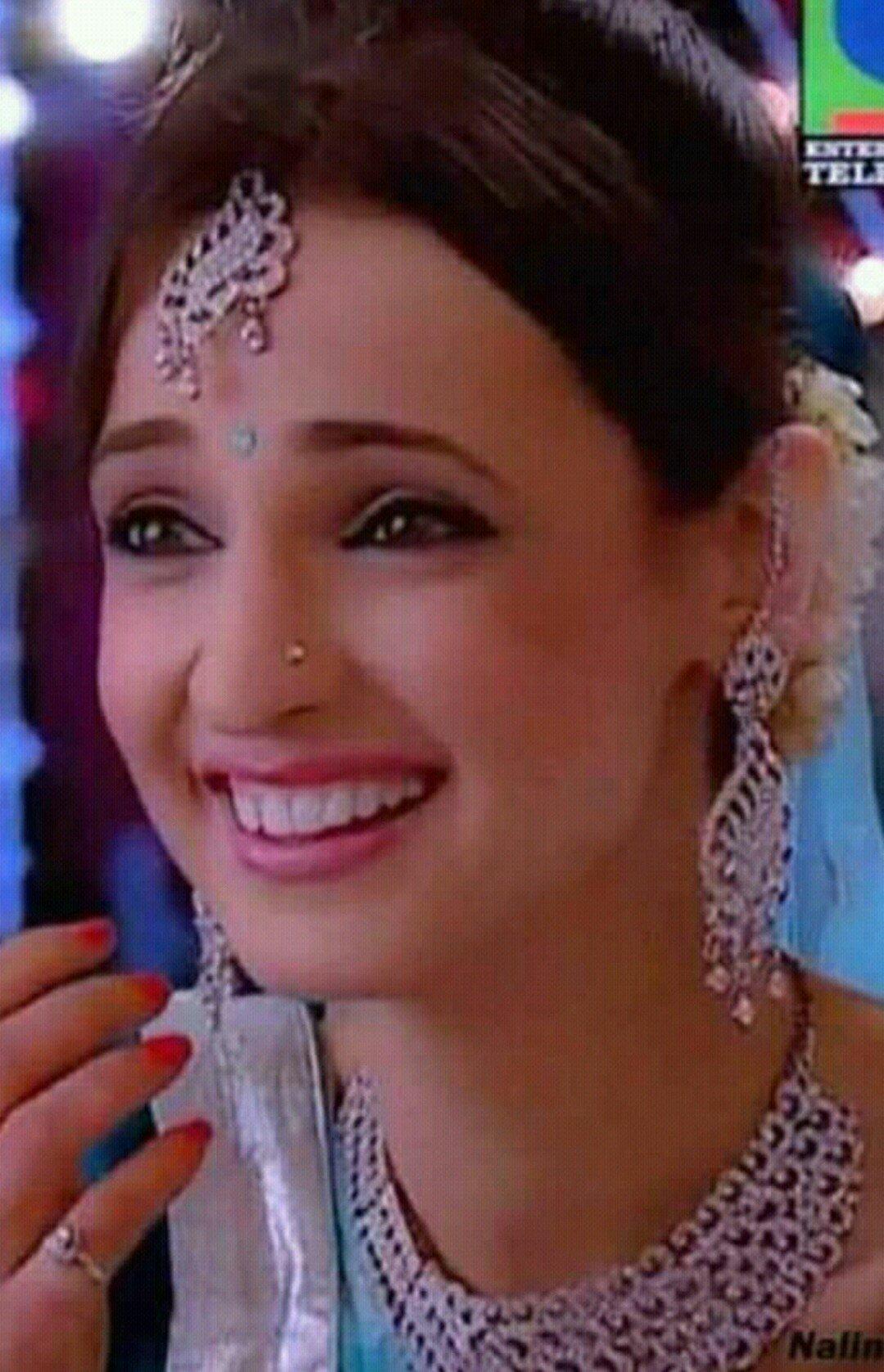 Happy birthday Sanaya Irani my fav actrice