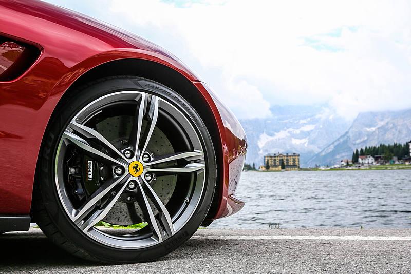 Corri #Ferrari corri.#Marchionne ha lasciato margini e capitalizzazione record. Tante le sfide per il nuovo ceo #Camilleri, pronto a lanciare, a Maranello, il business plan 2018-2022. http://ow.ly/EBkg50iSbCP  - Ukustom