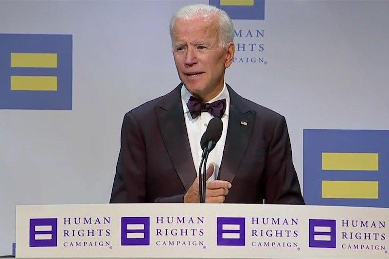 Joe Biden paragona l\