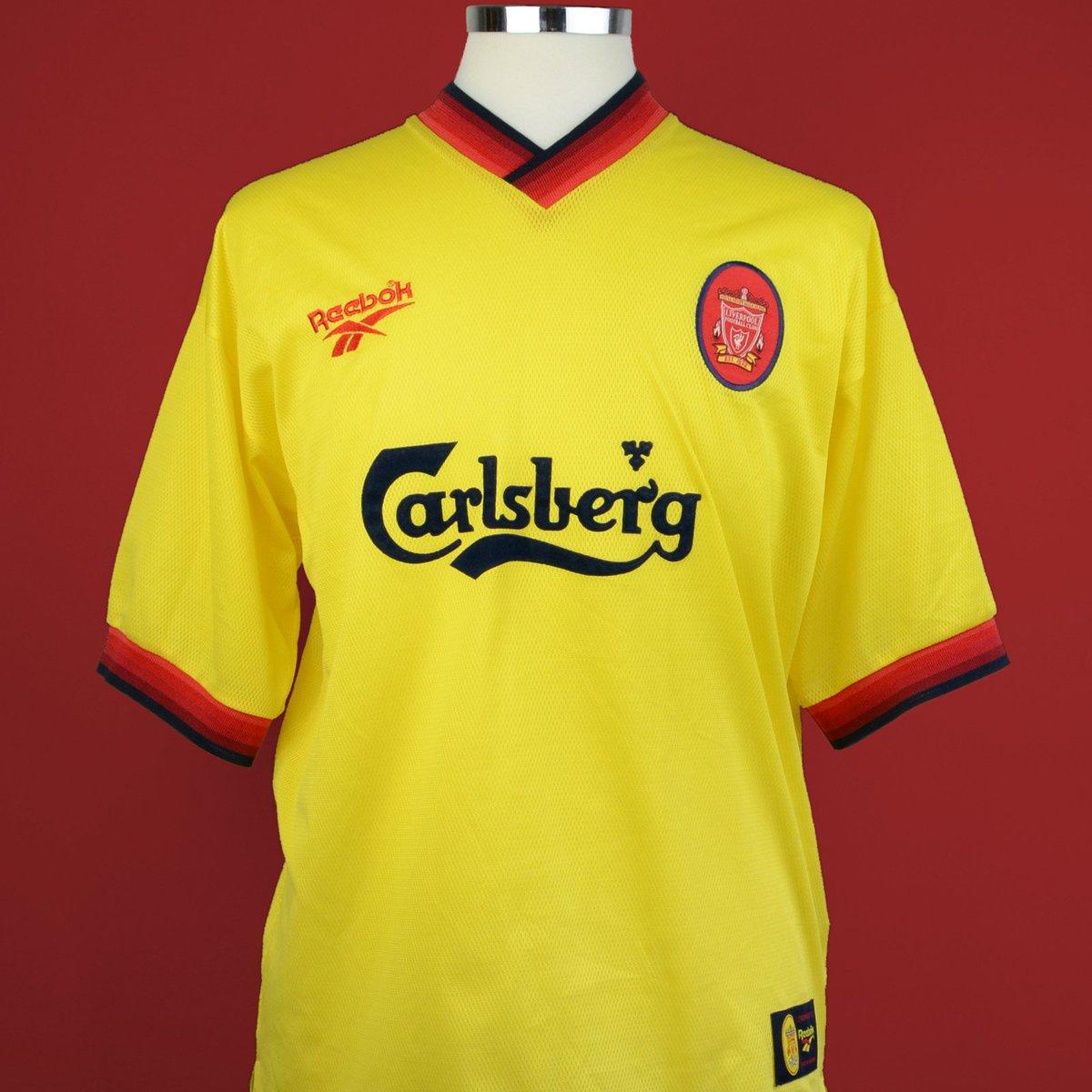 the best attitude 25f76 0898b Classic Football Shirts on Twitter: