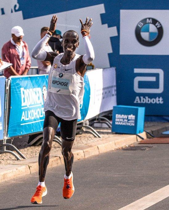 ICYMI Eluid Kipchoge breaks marathon world record at #BerlinMarathon w/ 2:01:39 Photo