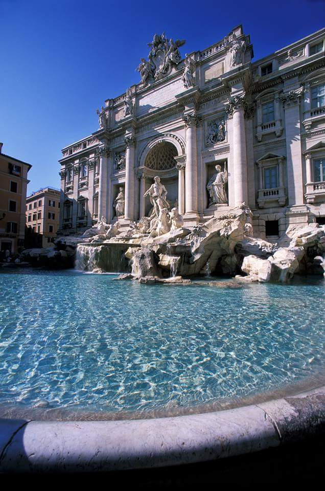 Fontana di Trevi, Rome via @isolearan1 #travel #rome #italy #beautyfromitaly https://t.co/7dzRuABSjZ