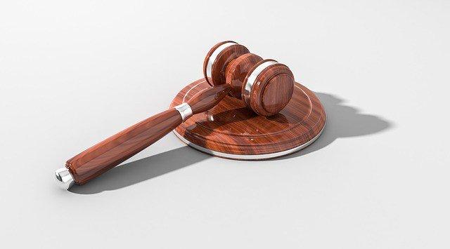Veicolo in fila nel traffico: il conducente deve comunque indossare le cinture. http://bit.ly/2xj5nlg #circolazionestradale #diritto  - Ukustom