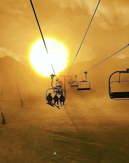 | EL PAS DE LA CASA | #Sunset #snowworld  Hay atardeceres que no tienen precio. 🙃 Y los echamos de menos 😞, mucho 😪.  🇦🇩 #Andorra Lovers | 📷 @dannyeels
