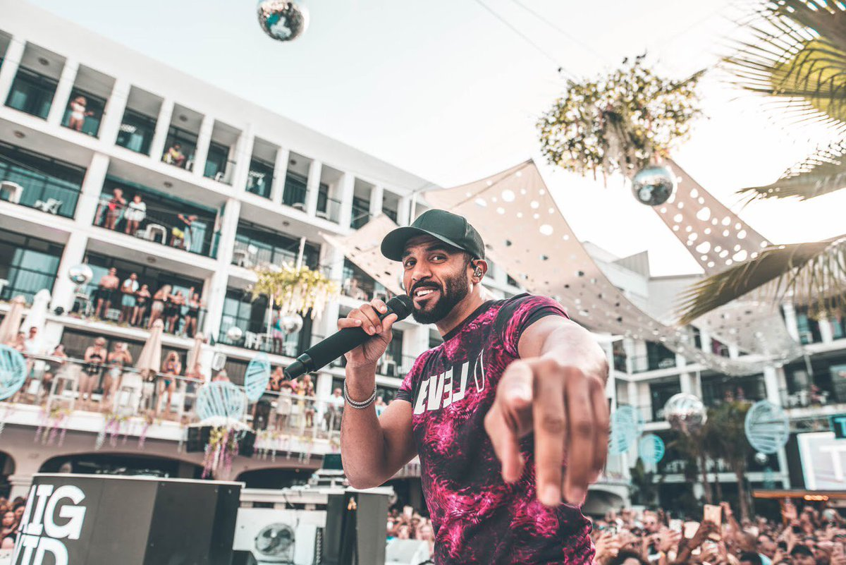 So many incredible shows this summer 🇪🇸🇧🇪🇬🇧🇨🇾🇹🇷🇩🇰🇭🇺🇺🇸🇱🇹 Let me know with your country flag emoji where I should bring the @TS5 vibes next 👀🔥🙌🏽 https://t.co/q7MGhxi1xE
