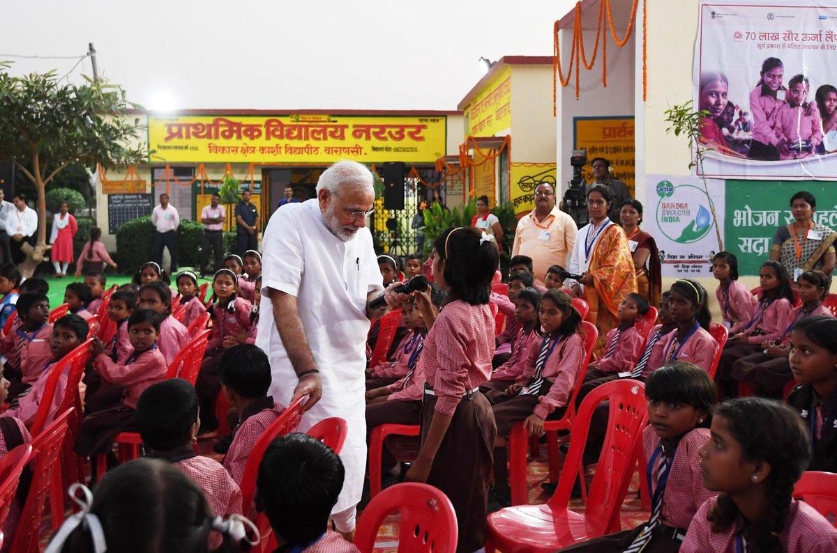 વડાપ્રધાન મોદીએ શાળાનાં બાળકો સાથે વાતચીત કરી, વારાણસીમાં વિકાસલક્ષી કાર્યોનું મૂલ્યાંકન કર્યું