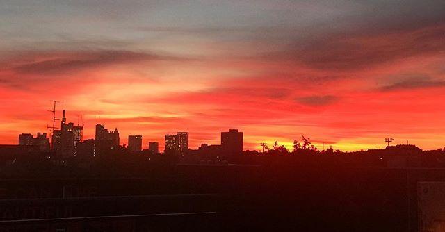 #nofilter #sundown #frankfurtammain #ostend #wow https://t.co/aeF4FJPUOz https://t.co/KHALCk9deK