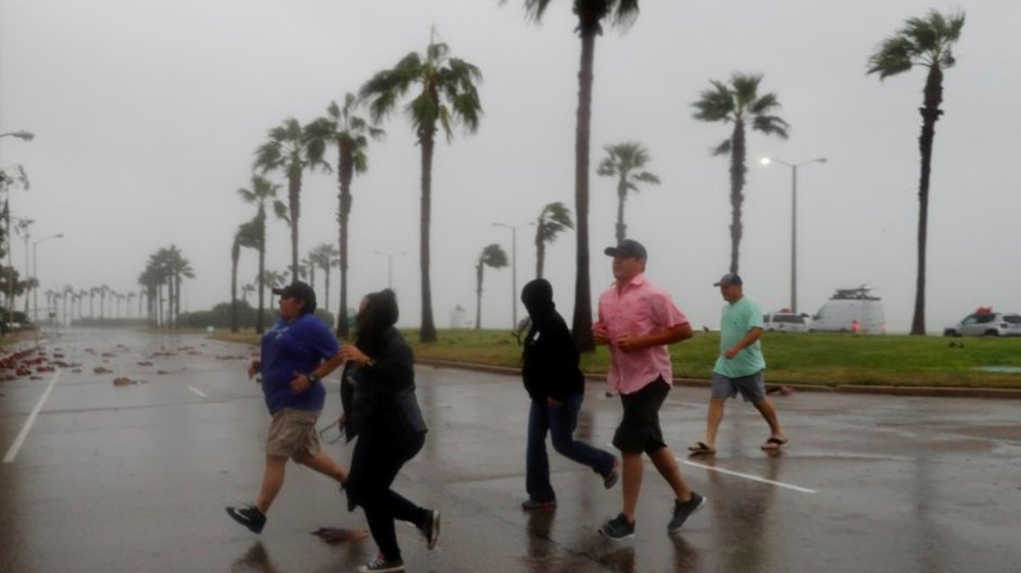The best defense against a hurricane is community, writes @DanielPAldrich trib.al/ZfpC1Io