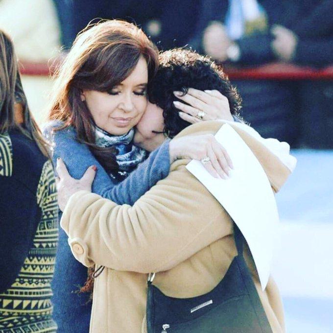 Por mujer Peronista que defiende los intereses nacionales y a los sectores populares, por tu capacidad de amar, por tu fuerza transformadora, por tu lucha por la estas son algunas de las razones por las que te persiguen. #FuerzaCristina ❤️🇦🇷 Foto
