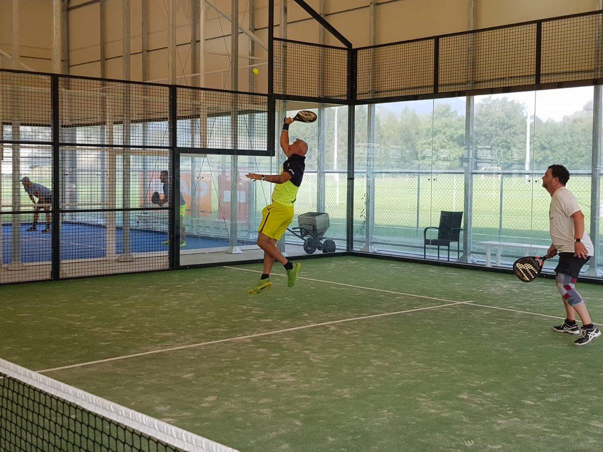 Célébration des #championnats suisses de #tennis. 2018. Dans #TC.Aigle, installations réalisées par #SwissPadelPro.  - FestivalFocus