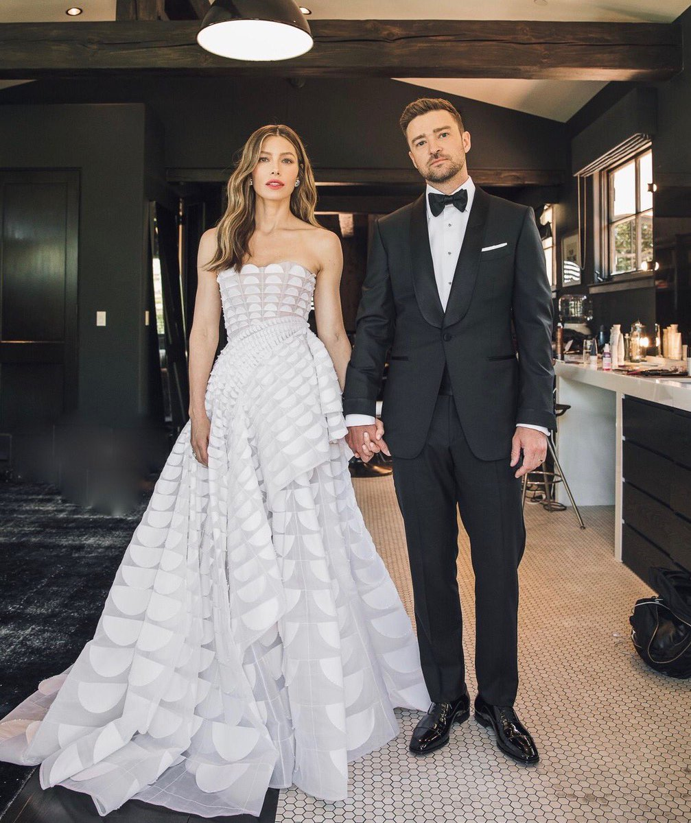 Jessica Biel Wedding Dress.Jessica Biel On Twitter Our Faces When We Learned There S