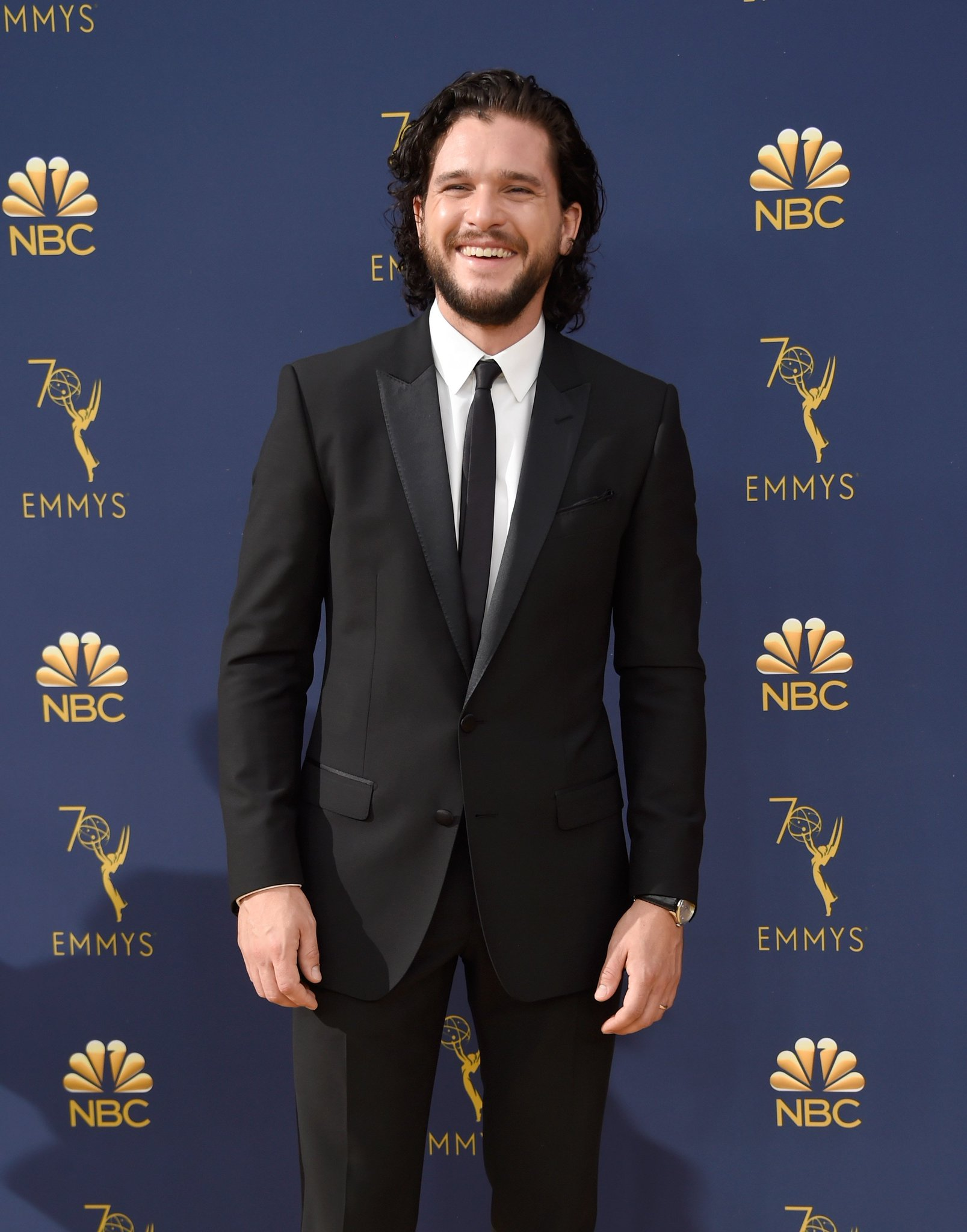 #GameofThrones' Kit Harington is all smiles on the #Emmys red carpet https://t.co/5F233sPehj https://t.co/2OIXR0MJHl