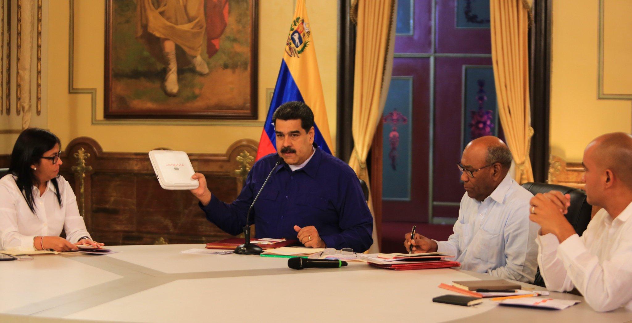 #Noticia �� | Presidente @NicolasMaduro celebró inicio de período escolar 2018-2019 https://t.co/cc0vR8d6Pc https://t.co/gvrUz71EQX