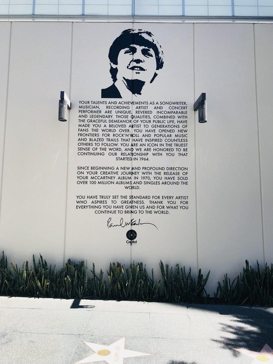 The Beatles Polska: Capitol Records stworzyło mural by uhonorować Paula McCarnteya