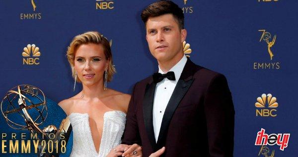 📷 Así es como Scarlett Johansson muestra su apoyo a Colin Jost en los #Emmys 2018 Foto