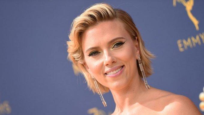[FOTOS] Scarlett Johansson se robó todas las miradas en la Alfombra Roja de los Emmy 2018 Foto