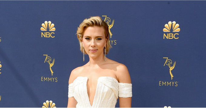 Scarlett Johansson Drops a Hair Color Bombshell at the Emmys Foto