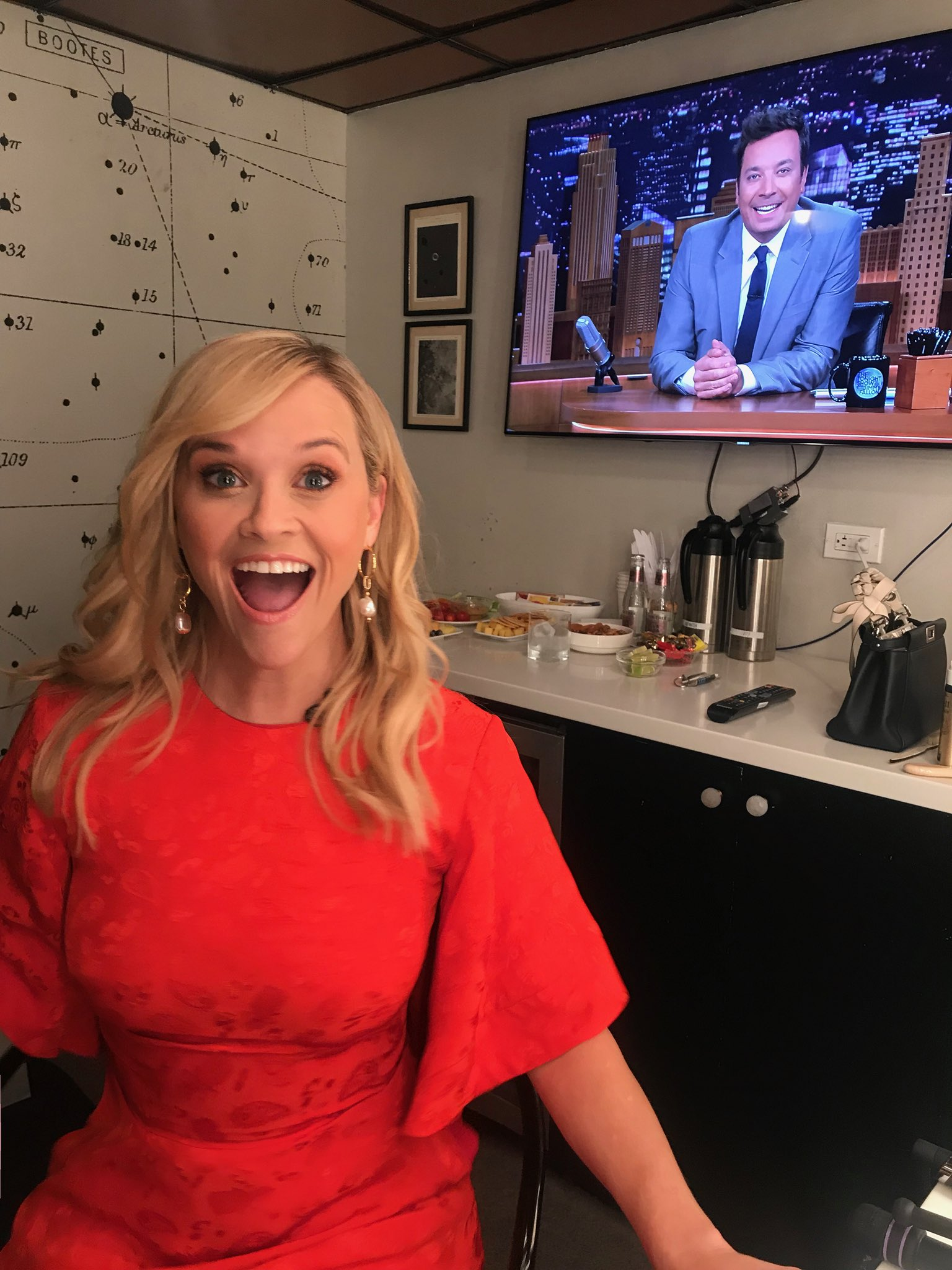 Hey you! �� Tune in to see me on @FallonTonight ! https://t.co/90G7RB6Une