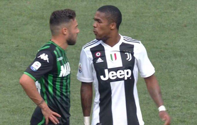 La Juventus va sanctionner Douglas Costa d'une amende mais il n'y aura pas de punition sportive supplémentaire à la sanction émise par la justice sportive. Il pourrait même jouer contre Valence en LDC. [Gazzetta] Photo