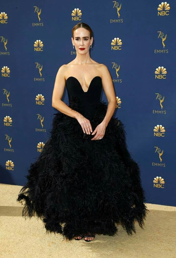 Bella #SarahPaulson #AHSApocalypse #AHSenFX #Emmys #Emmys2018  - Ukustom