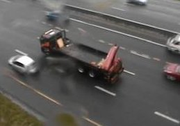 #CPTTraffic Stationary truck: N2 inbound after Jakes Gerwel Dr, one lane blocked. Please approach with caution. Photo