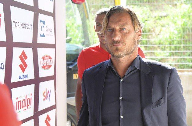 "#ASRoma in crisi verso Madrid. #Totti: ""Andiamo dai marziani"" http://bit.ly/2PKtXlQ#RealRoma #Leggo  - Ukustom"