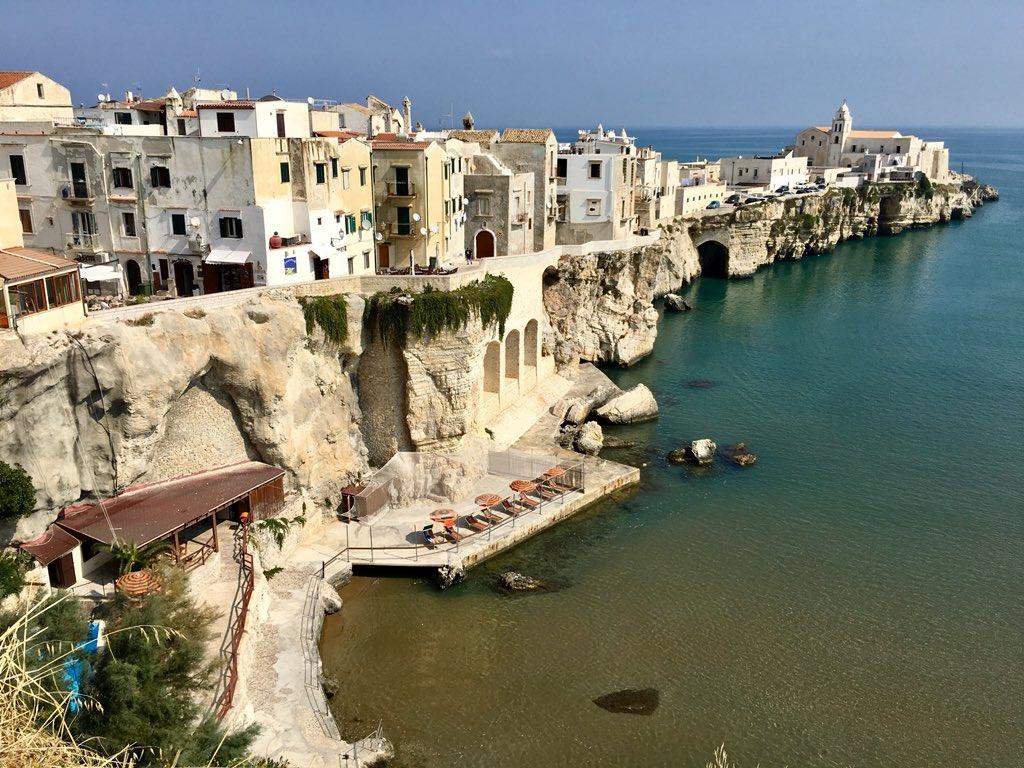 Vieste #Italy #Puglia #visititaly @igerspuglia @igersItalia @igersroma @Albergomagazine @lonelyplanet_it @BeautifulPuglia @Italy_global @TVGlobetrotter @BeautyfromItaly @DiscoverItalia @Italia_fra @ItalyMotorbike @apuliaslowtrav #italia #spiaggia