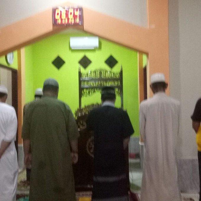 GIAT SHALAT SUBUH BERJAMAAH DALAM RANGKA MEMAKMURKAN MASJID POLSEK SAMPAGA Pd hari Selasa tgl 18 Sept 2018, giat Shalat Subuh Berjamaah Dlm Rangka memakmurkan Masjid di Mesjid Al Muttaqin Polsek Sampaga. Giat trsbt dilaksnakan o/pers Polsek Sampaga serta jamaah masjid. Photo
