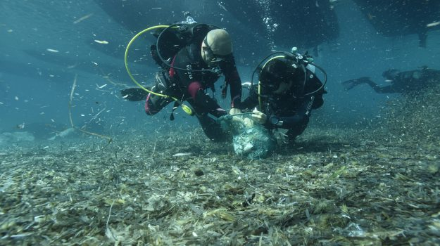 #Lampedusa senza #plastica , ripuliti i fondali della #Tabaccara : raccolti 15 sacchi di rifiuti https://gazzettadelsud.it/foto/societa/2018/09/18/lampedusa-senza-plastica-ripuliti-i-fondali-della-tabaccara-raccolti-15-sacchi-di-rifiuti-14740ec6-841b-4e56-b965-b86b78edc25f/?utm_medium=feed&utm_source=twitter.com&utm_campaign=Feed%3A+gsud_twitter_feed  - Ukustom