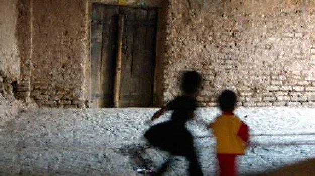 #Abusi su un bimbo in #asilo, indagato bidello a Reggio Emilia https://gazzettadelsud.it/articoli/cronaca/2018/09/18/abusi-su-un-bimbo-in-asilo-indagato-bidello-a-reggio-emilia-7f05f763-455a-4b51-a371-9ed6ecdcbb19/?utm_medium=feed&utm_source=twitter.com&utm_campaign=Feed%3A+gsud_twitter_feed  - Ukustom