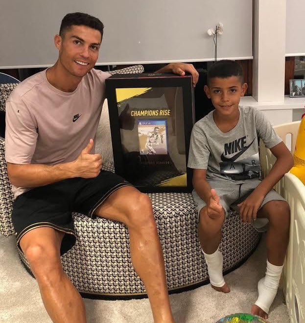 Thanks @EASPORTSFIFA for the World's First copy of #FIFA19 �� Come and join me in the Game https://t.co/q31AiIsZsa