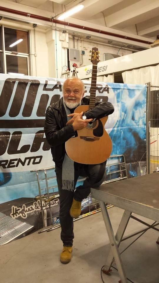 """Lutto nel mondo della #musica. È morto Goran #Kuzminac, il cantautore trentino di origine serba. Fin dagli anni Settanta diventò famoso anche per la raffinata tecnica del """"finger-picking"""" con cui suonava la chitarra. Aveva 65 anni  - Ukustom"""