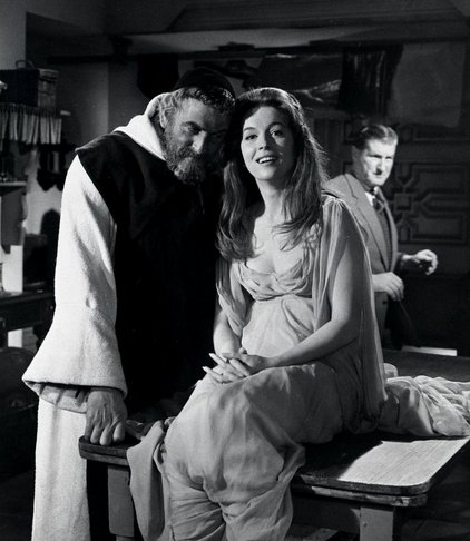 """PETER OXLEY on Twitter: """"DRACULA PRINCE OF DARKNESS 1966 Behind the scxenes  Christopher Lee Barbara Shelley Andrew Keir Suzan Farmer @hammerfilms⦠ https://t.co/ylBMLxZeNy"""""""
