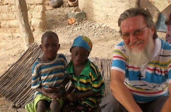 #Niger, Padre Pierluigi Maccalli, della Società delle missioni africane (Sma), è stato rapito nella notte tra lunedì e martedì da presunti jihadisti attivi nella zona. A riferirlo è l\