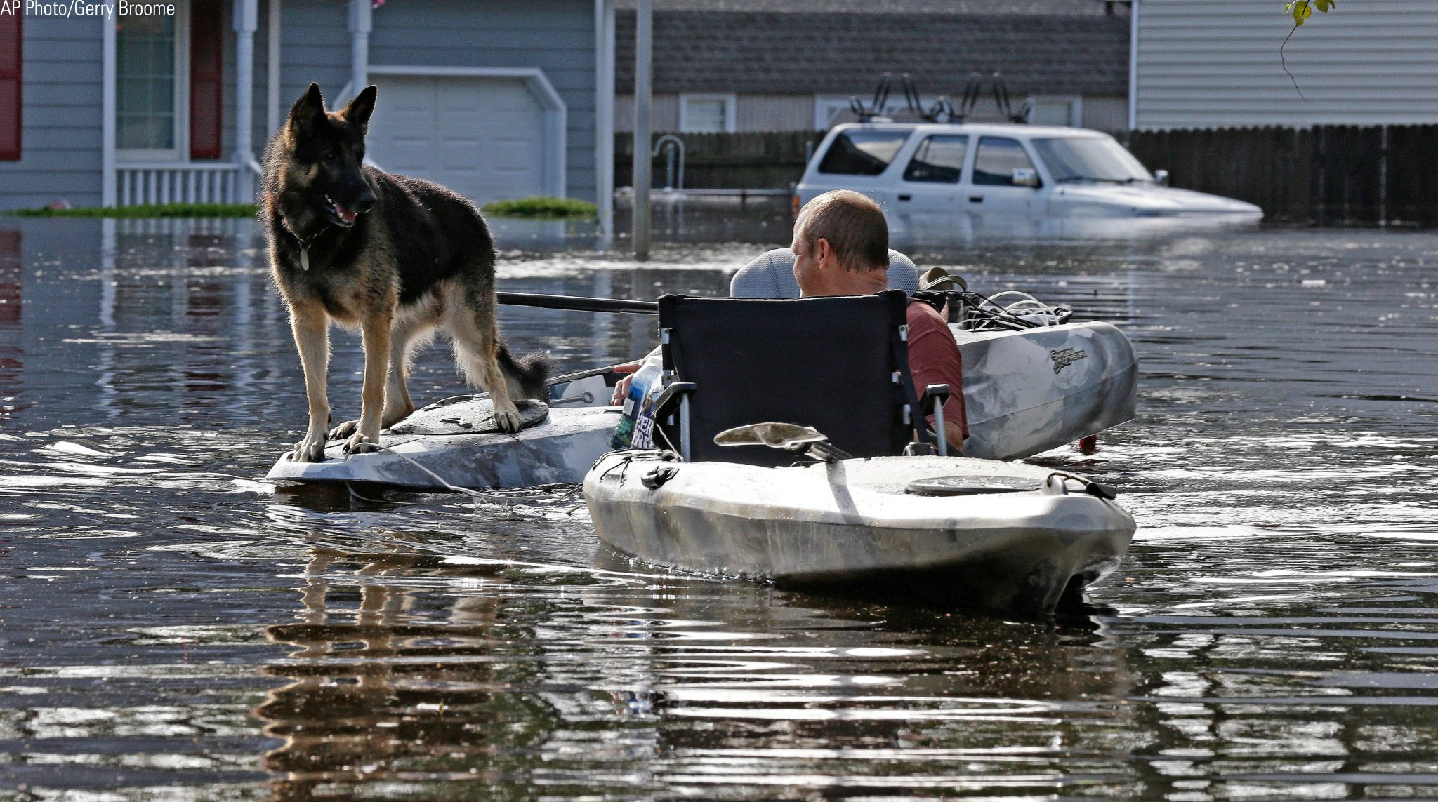 A man tries to get his dog out of a flooded neighborhood in Lumberton, N.C. https://t.co/RuixlNpVp3