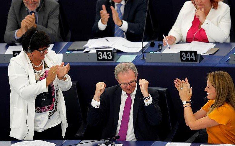 La riforma della direttiva sul #copyright è stata votata ed approvata dal Parlamento Europeo il 12/09. Link tax, libertà di panorama, risvolti per i piccoli editori e tutte le altre novità nell\