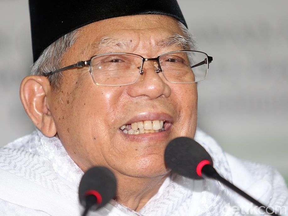 Kala Ma'ruf Amin Pertanyakan Gelar Ulama Sandiaga Uno https://t.co/fVw2AkZDLT https://t.co/DBUJQv3MjE