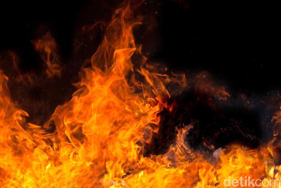 Kebakaran Landa Rumah Pengungsian di Sembalun Lombok Timur https://t.co/KWkL3PN0em https://t.co/PE4eC4612Y