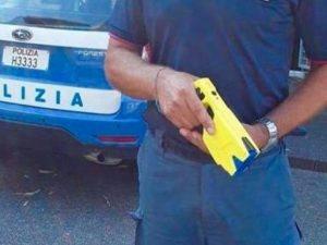 Taser a Reggio Emilia il primo arresto con la nuova pistola elettrica - #Taser #Reggio #Emilia #primo #arresto  https:// www.zazoom.info/ultime-news/4672476/taser-a-reggio-emilia-il-primo-arresto-con-la-nuova-pistola-elettrica/  - Ukustom