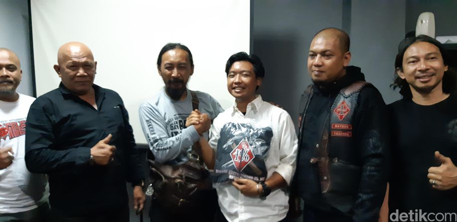 Insiden Pemoge Tinju Sopir Mobil di Bandung Berakhir Damai https://t.co/77Wxf40mDz https://t.co/P8QyTr6aCn