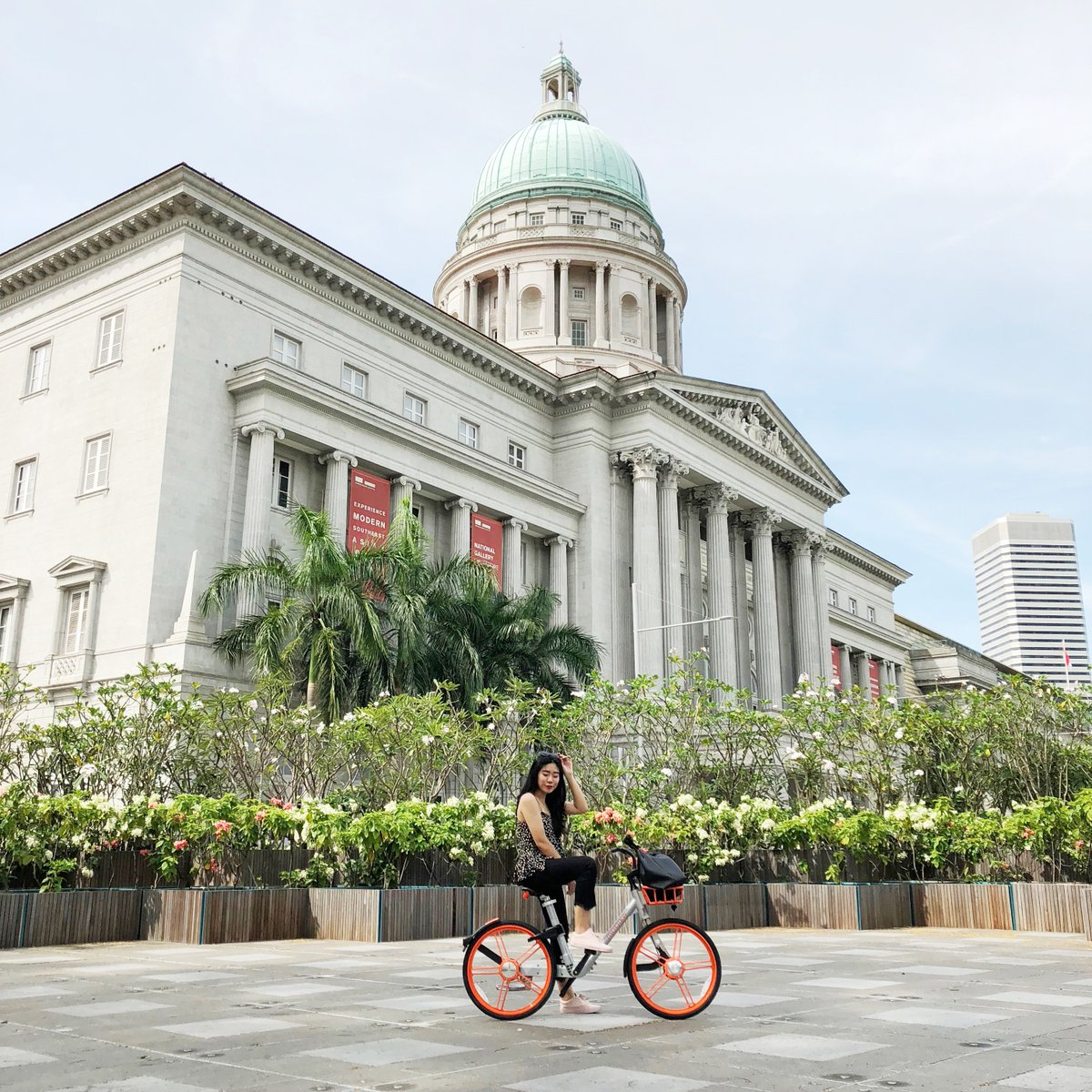 Did you know that the National Gallery is actually 690,000 sq. ft, the size of more than 12 football fields?  How long will it take to cycle in the place? Make a guess! Kickstart your adventure by cycling down the Singapore's land and greenery! https://t.co/CXxH3jaYS2