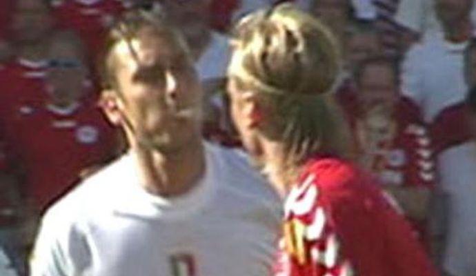 Non solo #DouglasCosta: da #Rijkaard a #Totti e #Zago, i 10 sputi più famosi http://dlvr.it/QkbDTt  - Ukustom