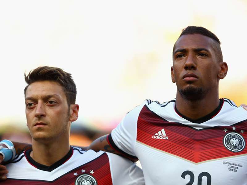 🗣 | Brillaint quote by Jerome Boateng: Where were the players who thanked Mesut? Apparently, many did not dare to comment because they thought that it wont please the German fans [SZ]