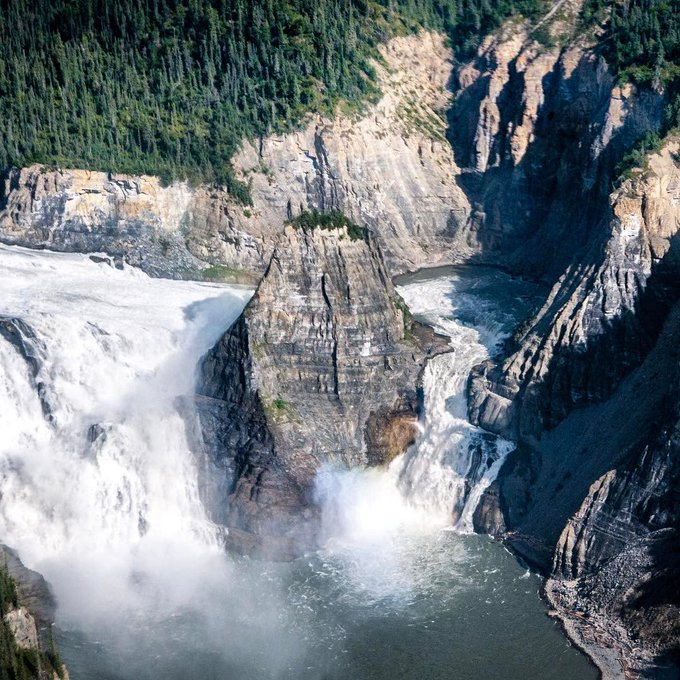 Deep within the spectacular landscapes of Nahanni National Park Reserve, you can find the South Nahanni River surging over a drop twice the height of Niagara Falls! #TravelTuesday 📍Virgina Falls, Northwest Territories 📷everythingeverywhere/IG Photo